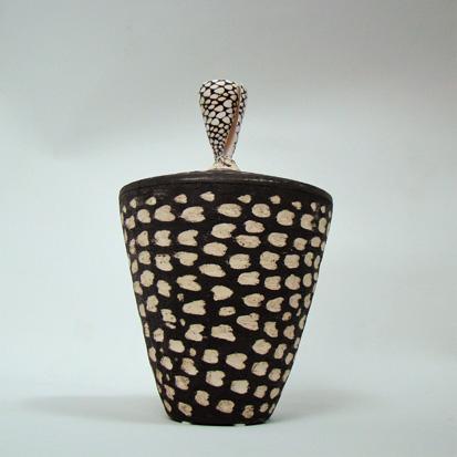 Spirituelle Keramik Muschel dunkel